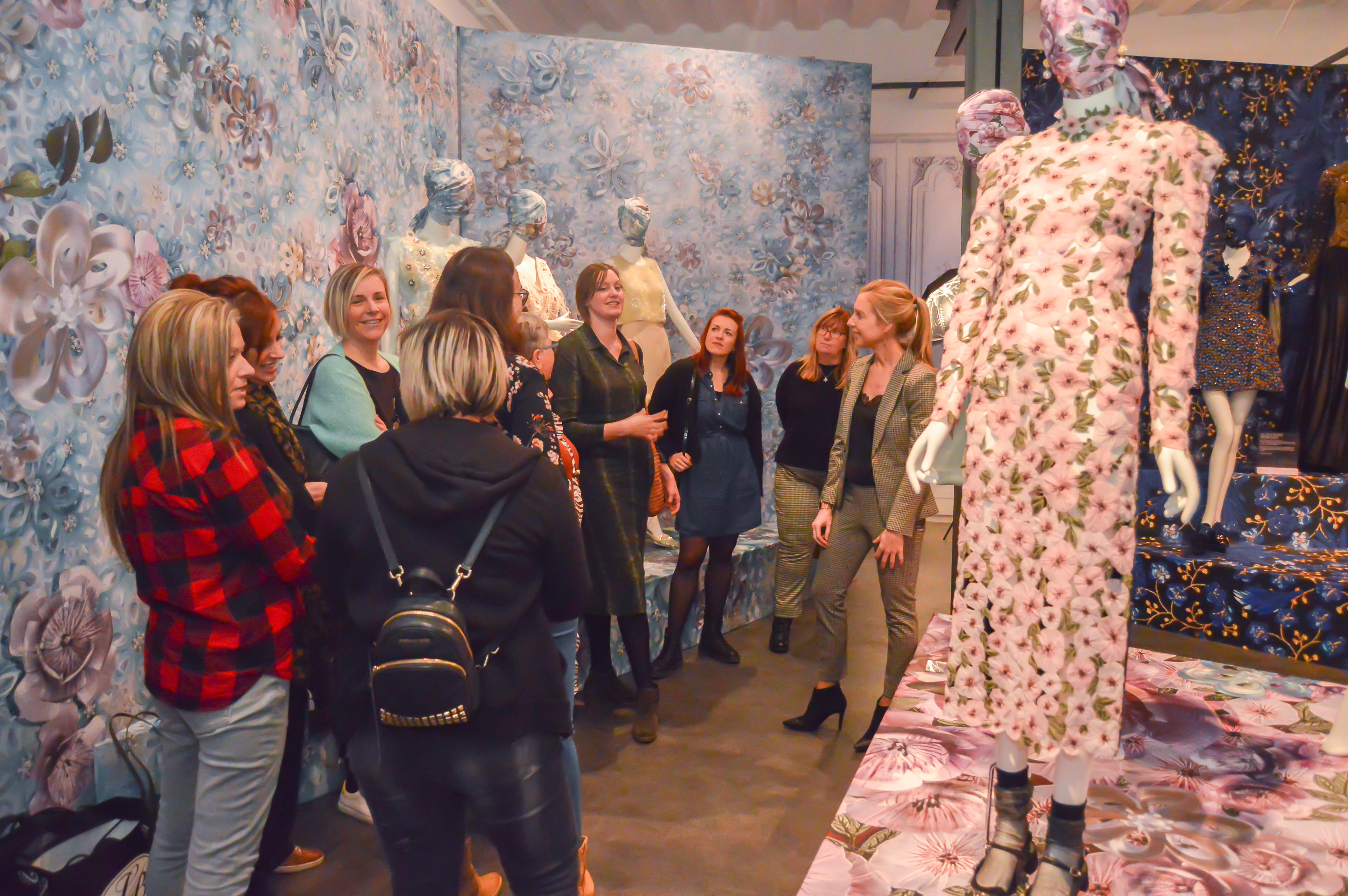 Modemuseum Hasselt Museumbezoek Workshop Styling Teambuilding Cultuur Fashion Kleur en stijladvies kledingadvies Stijltips imagoadvies professionals eerste indruk zelfvertrouwen Teambuilding Bedrijfsuitstap Groepsactiviteiten Bedrijfsactiviteiten