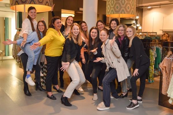 Personal shopping shopping night teambuilding stijladvies kleur en stijladvies shoppingbegeleiding